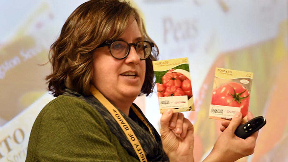 Ariel Agenbroad introduces class tomato seeds