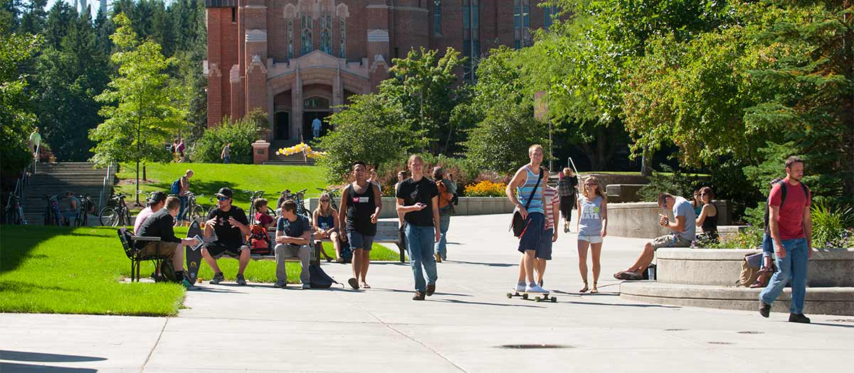 Students in front of Memorial Gym on a bright sunny day