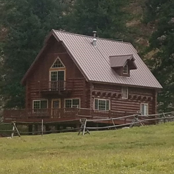 An image of the DeVlieg cabin at Taylor Wilderness Research Station.