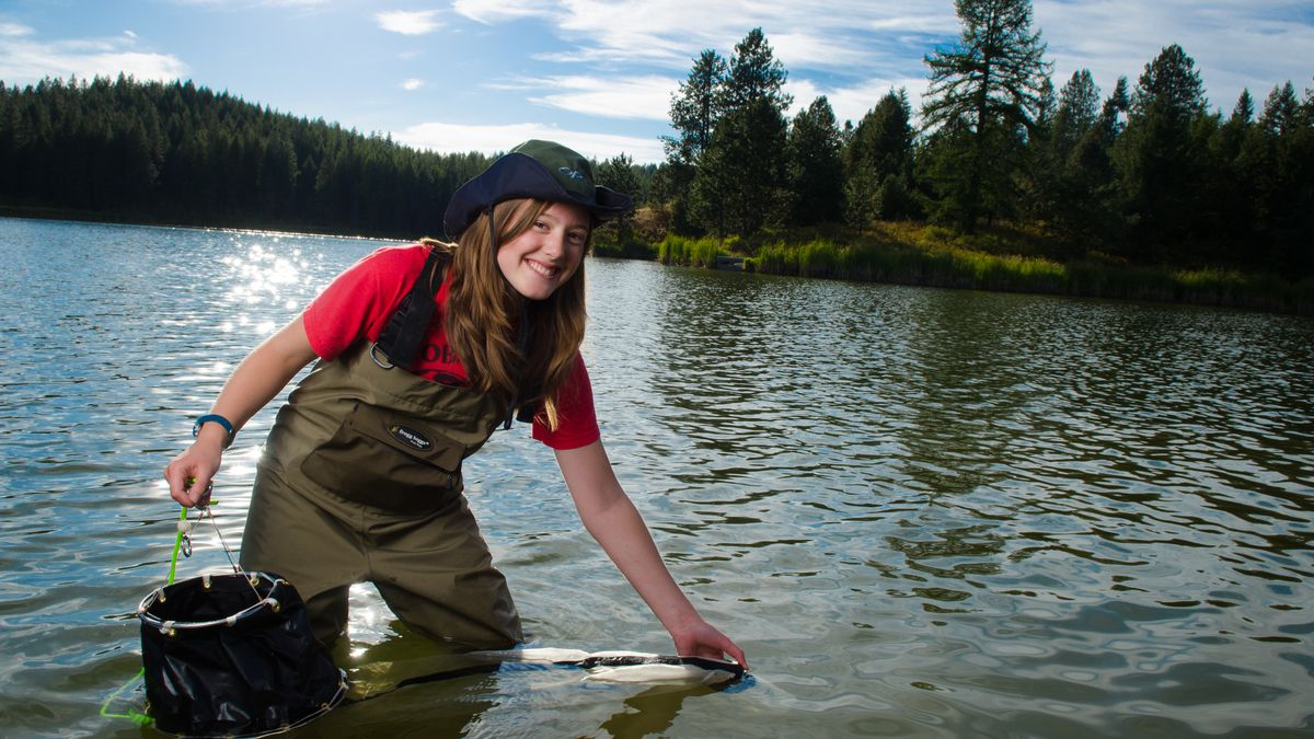 Fish and wildlife student Amy Thorp gathers samples from the Spring Valley Resevoir.