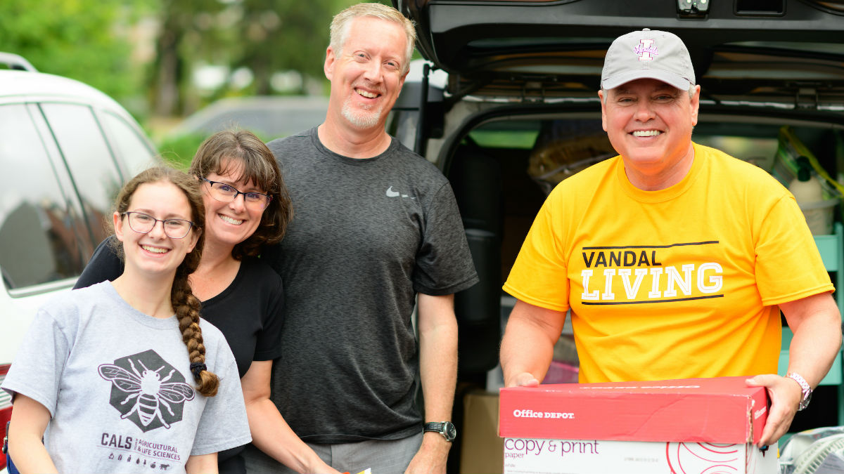 President Green and Family on Vandal move in day.