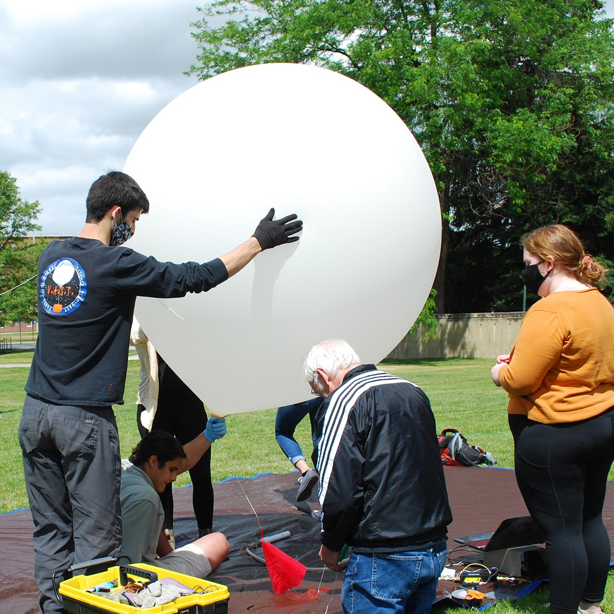 U of I engineering students are using high-altitude balloons