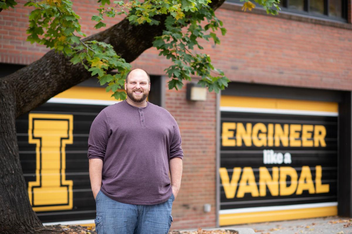 "Titus Hansen poses in front of garage doors that say ""Engineer Like a Vandal"""