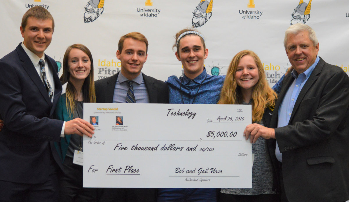 Engineering students Kenny Sheffler, Holly Terrill, Devin Richards, Anson Lunstrum and Kaitlyn Lindholm accept their Idaho Pitch award.