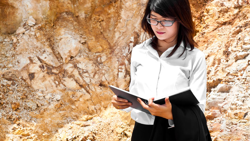 A woman working on geological engineering out in the field. This is they type of work students do as masters of science degree seeking students at the University of Idaho College of Engineering.